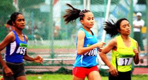 Atletik Putri Sumbar PON Remaja di Surabay.