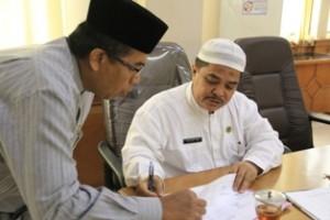 Sekko Payakumbuh Benni Warlis bersama Kabag Humas DPRD Syaiful Amir dalam acara paripurna DPRD