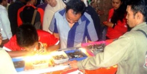Penjualan Batu Akik Lumuik Suliki meledak di Pameran dan Lelang. Hari kedua, bahkan stok batu super nyaris habis.