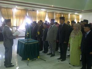 Wali Kota Padangpanjang Hendri Arnis ketika melantik 145 pejabat eselon di lingkungan Pemerintah Kota Padangpanjang.