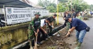 Warga Kelurahan Napar Gotong Royong