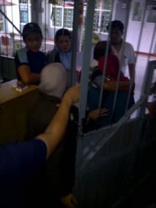Empat tersangka diboyong ke masuk rutan kelas B Padangpanjang oleh p;ihak Kejaksaan Negeri Padangpanjang.