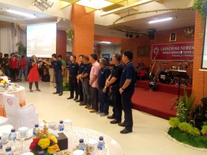 Direktur Utama PT Semen Padang Benny Wendri bersama jajaran direksi dan pengurus Semen Padang FC.
