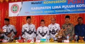 Mantan Ketua PGRI Zulhikmi, Ketua Terpilih PGRI Radimas, Bupati Limapuluh Kota, Ketua PGRI Sumbar, Ketua DPRD Safaruddin, Kasi PAIS Kemenag Chairunnas