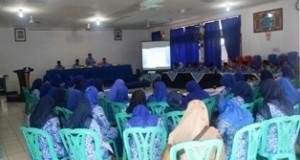 Sekdako Benni Warlis, di depan ratusan PNS dan guru madrasah di jajaran Kantor Kementerian Agama Payakumbuh, Selasa.