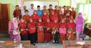 Wabup H Asyirwan Yunus foto bersama para Kepsek
