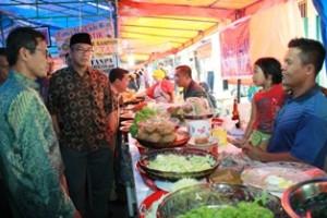 Gubernur Irwan Prayitno didampingi Walikota Riza Falepi kunjungi pasa pabukoan di Jalan Sutan Usman Payakumbuh