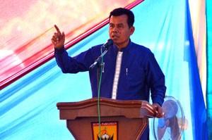 Wako Pariaman memberikan kata sambutan saat penutupan Festival Pesisir 2015.