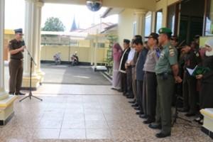 Kajari Payakumbuh Hasbih berikan sambutan dihadapan Muspida Payakumbuh saat melakukan pemusnahan barang bukti jenis Narkoba di halaman kantor Kajari Payakumbuh