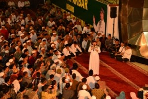 Umat Muslim Sumatera Barat Penuhi Masjid Raya, Korem 032 Wbr Tingkatkan Ukhuwah Islamiyah