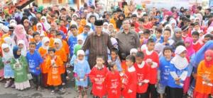 Wawako Padang bersama anak Yatim.