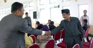 Ketua Panwascam Suliki Dodi Syahputra dan Komisioner Bawaslu Provinsi Sumbar Surya Efritmen