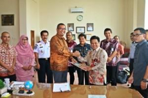 Wako Riza Falepi bersama GM Witel Sumbar Muskab Muzakkar menandatangani MoU kerjasama pembangunan insfrastruktur Komunikasi untuk Kota Payakumbuh