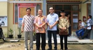 Ketua KAN Limbukan TH. Dt. Mangiang, paling kanan, foto bersama dengan Wawako Suwandel Muchtar dan Camat Payakumbuh Selatan, Doni Prayuda.