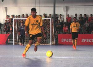 Efrinaldi, pemain Tim Futsal PON Sumbar, yang kini ditunjuk menjadi kapten tim, pasca Army Dhino Mulya mundur dari Tim PON Sumbar.