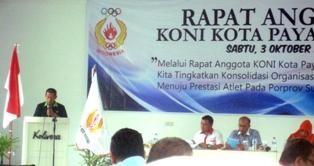 Rapat Anggota KONI Kota Payakumbuh 2015, Ketua KONI Payakumbuh Dedrizal membacakan Laporan Kegiatan 2014, diterima dengan beberapa catatan.