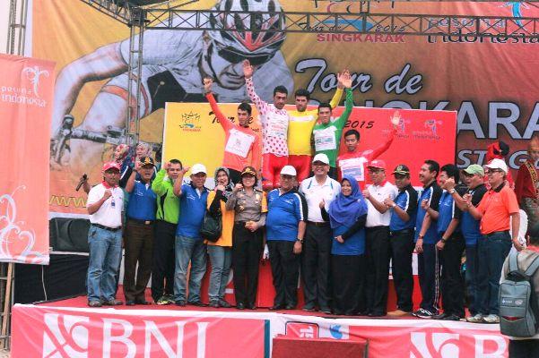 TdS Juara - Penyerahan hadiah bagi para pemenang disemangati oleh seluruh tokoh Payakumbuh.