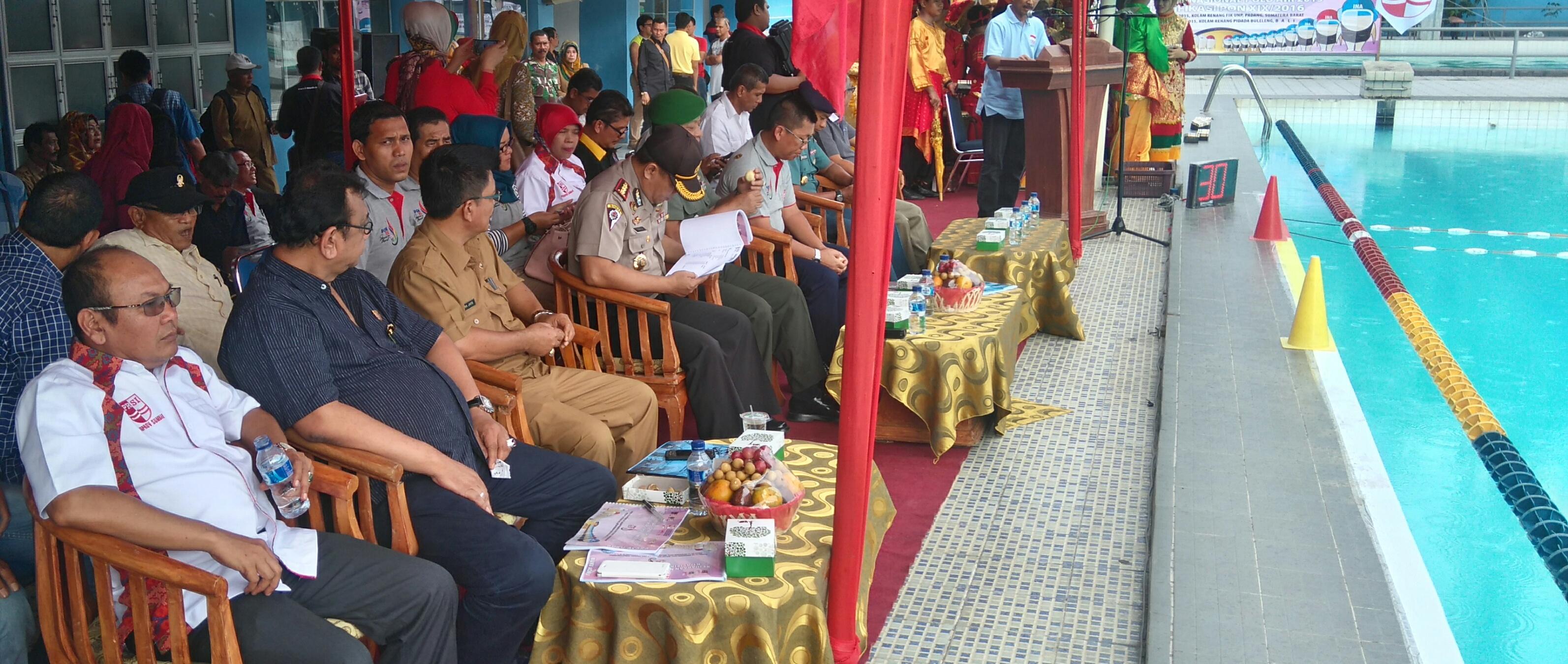 Hendra Irwan Rahim bersama Darmawi.