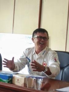 Wakabid Binpres KONI Jabar Ir R Darmin Suratman saat berdiskusi dengan AJO Sumbar