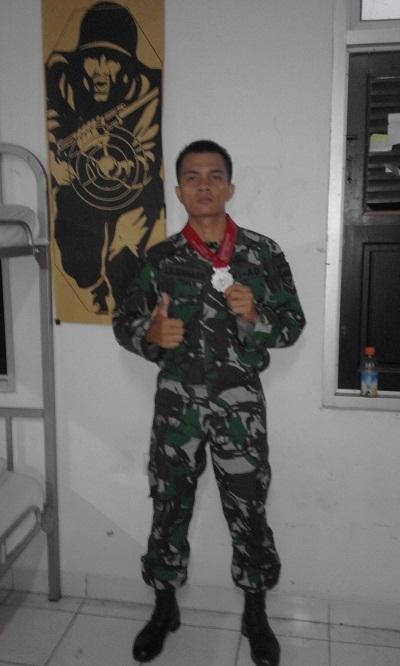Sertu Inf Jitro Hendra Siahaan peraih perak Lomba Tembak Piala Kasad 2015.