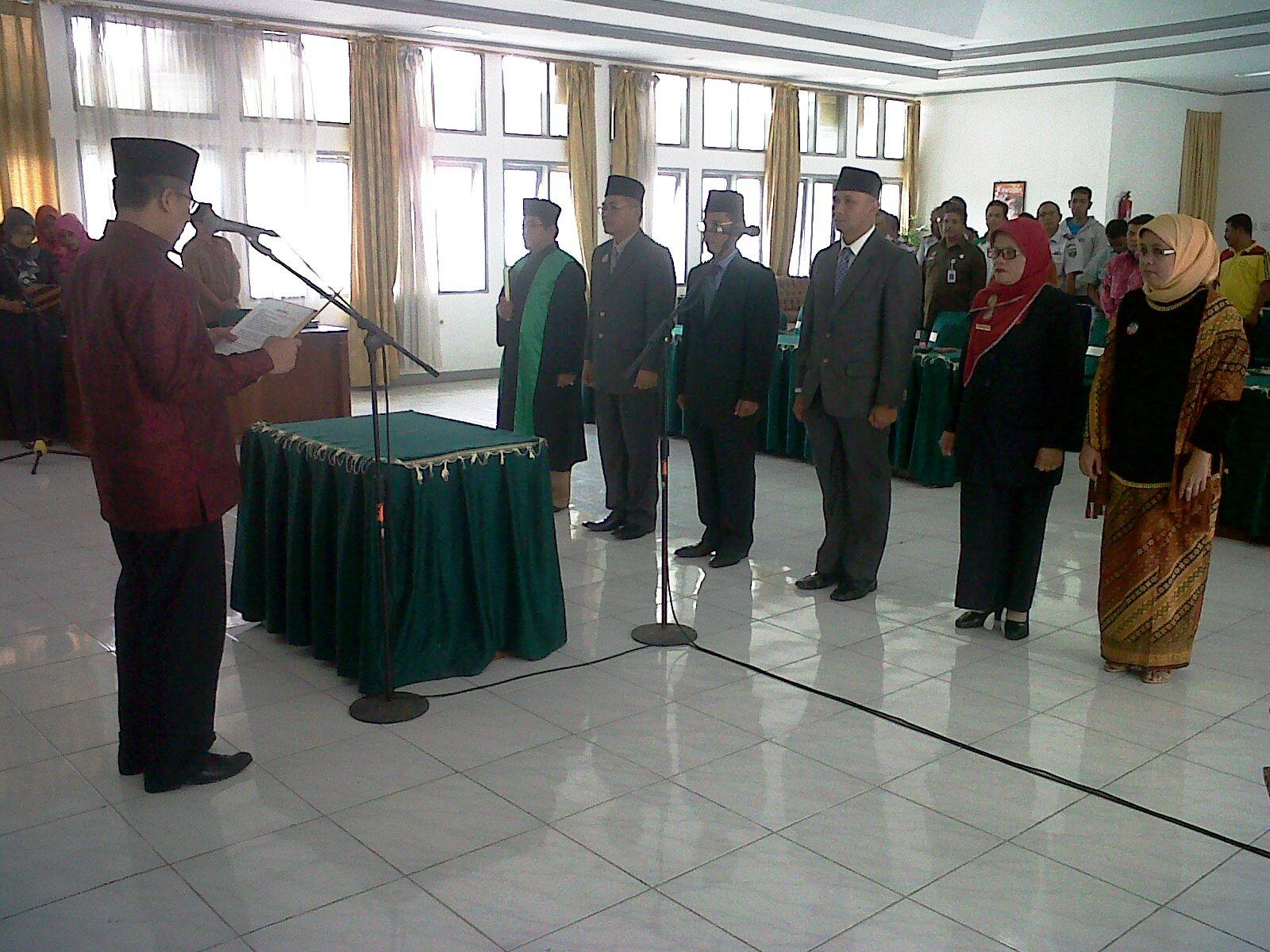 Wako Hendri Arnis melantik pejabat Eselon II dilantik untuk mengisi kekosongan jabatan pada lima SKPD di lingkungan Pemko setempat.
