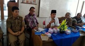 Dua anggota DPRD Dapil 2 Payakumbuh Utara Chandra Setipon dan Dt, Mangkuto Dirajo nan Itam, tenha menampung aspirasi warga Kelurahan Taruko, dalam Musrenbang Kelurahan  Taruko, Rabu.