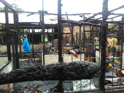 Kebakaran di Jalan Jambu Payakumbuh. Api lumat habis 2 rumah dan 1 bengkel