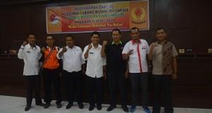 Ketua PCWI Payakumbuh Dafrul Pasi bersama Ketua Umum KONI Dedrizal, Kadisparpora Syahnadel Khairi dan Ketua PCWI Sumbar diwakili Desembri Chaniago.