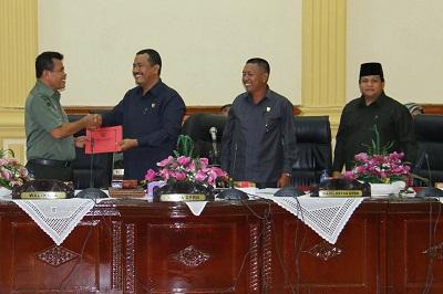Wako berikan nota jawaban pada Ketua DPRD dan Wakil Ketua DPRD