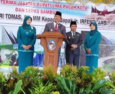 Bupati Irfendi Arbi-Wakil Bupati Ferizal Ridwan di Serah Terima Jabatan.