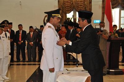Pelantikan Irfendi Arbi-Ferizal Ridwan oleh Presiden RI melalui Gubernur Sumbar.