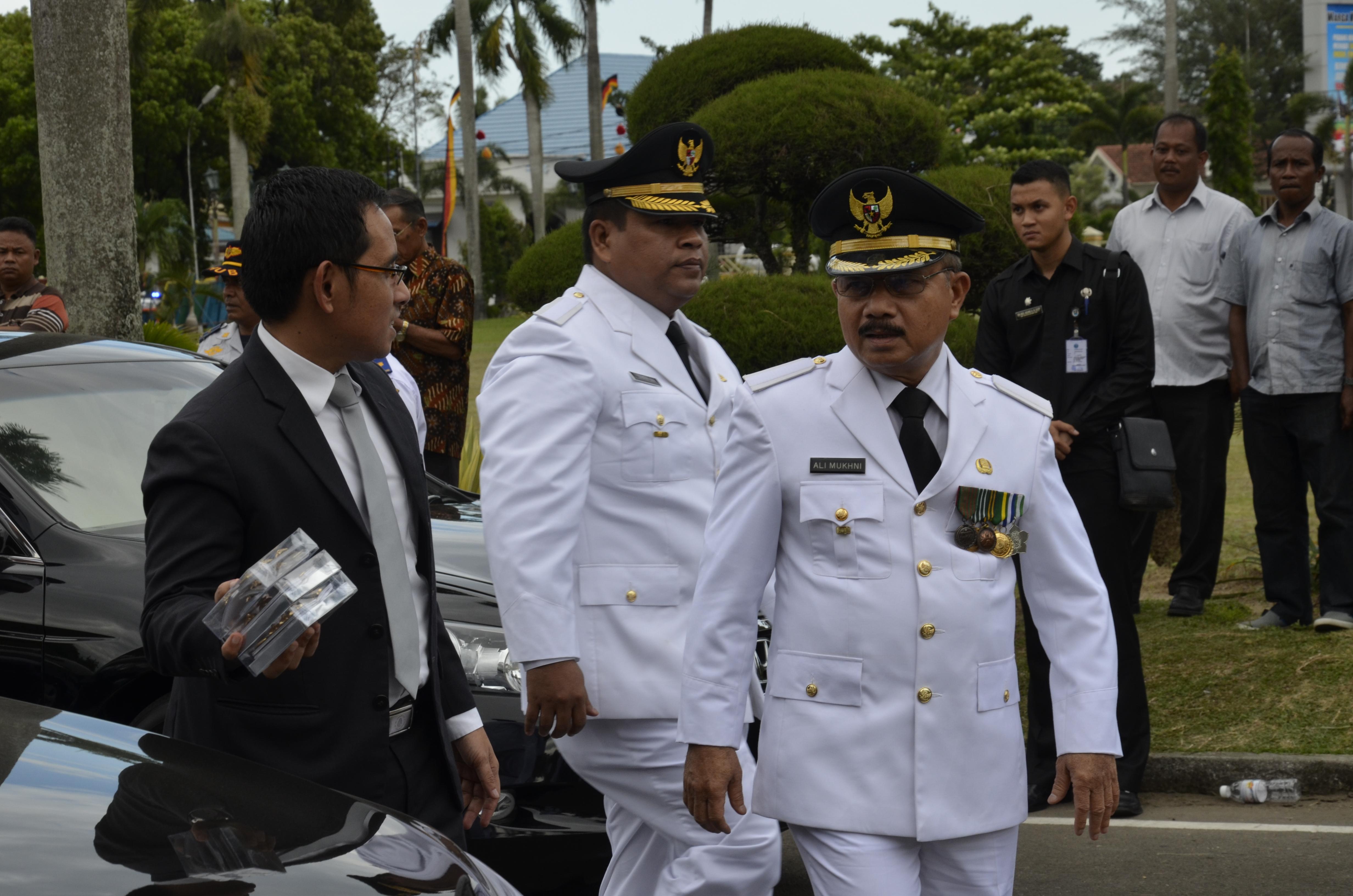 Ali Mukhni & Suhatri Bur  dilantik sebagai Bupati dan wakil bupati Padang Pariaman.