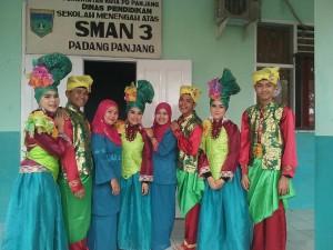 Grup kesenian di SMAN 3 Padangpanjang