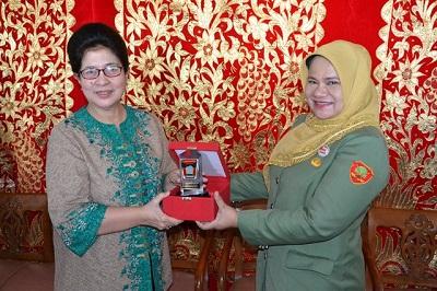 Menteri Kesehatan Nila Djuwita F. Moeloek menyampaikan kiat mengatasi DBD di Kota Padang.