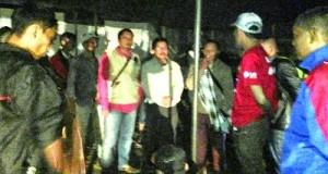 Serah terima posko pengungsian yang didirikan oleh Komunitas Ideallovers kepada masyarakat Koto Tangah, Bukit Barisan, Senin.