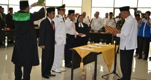 Walikota Mahyeldi Ansharullah melantik pejabat
