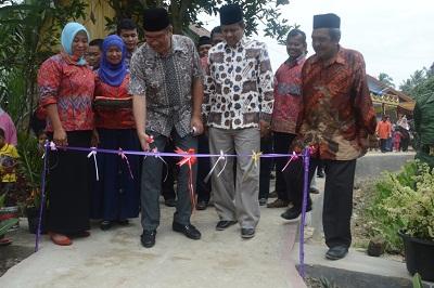 Walikota Riza Falepi didampingi Ketua DPRD YB. Dt. Parmato Alam.