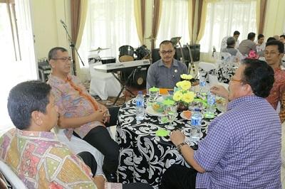 KPU Sumbar bersama KPU Payakumbuh berbincang denga n Walikota Riza Falepi soal kesiapan anggaran Pilkada 2017