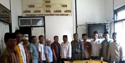 Mawi Etek Arianto saat silaturahmi dengan DPD PKS Payakumbuh