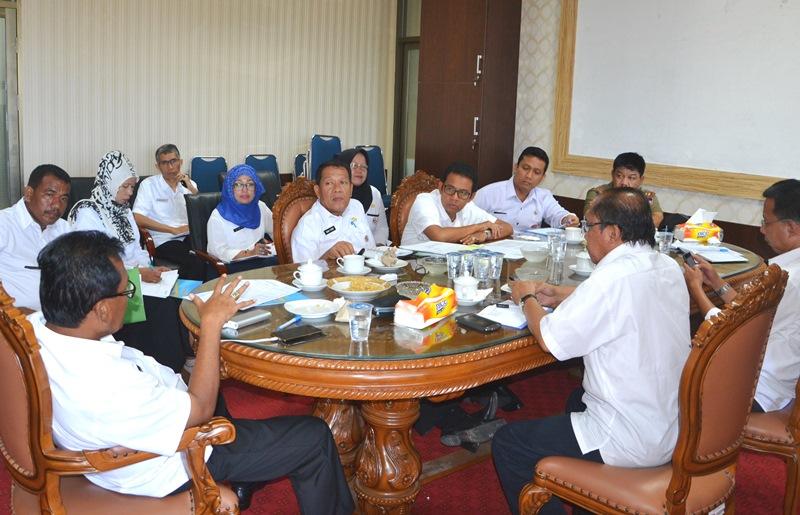 Sekretaris Daerah Kota Padang, Nasir Ahmad, memimpin rapat persiapan Praraker Komwil I Apeksi di ruangannya, di Balaikota Padang, Rabu (16/3).