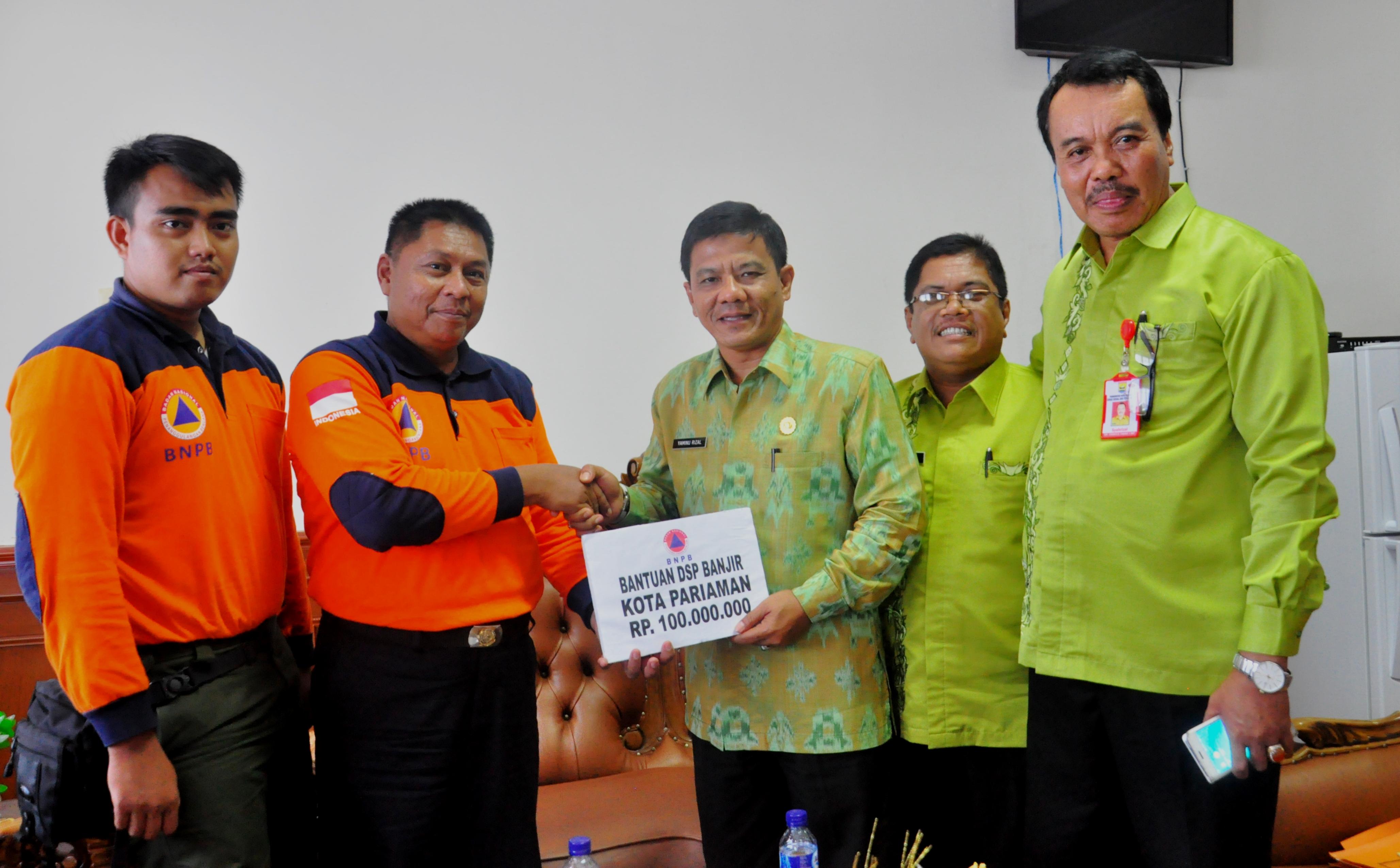 yaminu rizal terima bantuan dari BNPB pusat