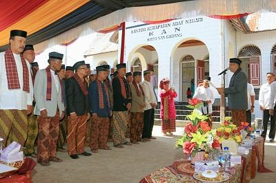 Wako Riza Falepi Dt. Rajo Ka Ampek Suku melantik pengurus KAN Koto Nan Gadang periode 2016-2021(1)