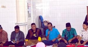 Anggota DPRD Payakumbuh Chandra Setipon saat bersama Kadisdukcapil Payakumbuh Mediar Indra saat laksanakan reses di Ompang Tanah Sirah Rabu 27 April 2016