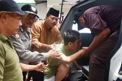 Penyandang Cacat Jiwa, Cemi, Diantar Bupati Irfendi Arbi ke RS HB Sa'anin Padang