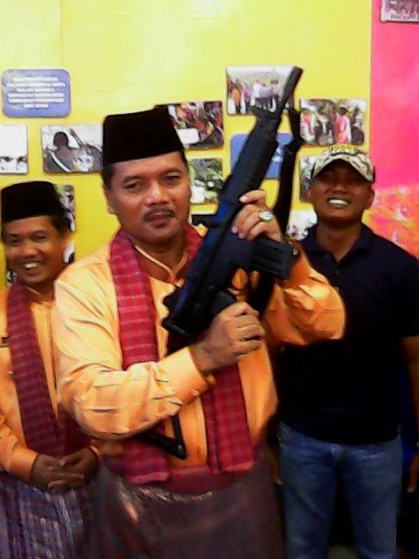 Bupati Irfendi Arbi angkat senjata organik SS2 milik Polres di Pekan Budaya Limapuluh Kota 2016