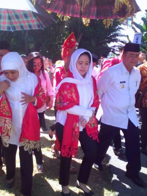 Menteri PMK, Puan Maharani menyambangi Padangpariaman bersama Menteri Kesehatan Nila Moeloek, Menteri Sosial Khofifah, Wakil Gubernur Sumbar Nasrul Abit