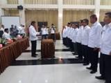 Pengurus PMI Sumbar Sulthani Wirman mengambil sumpah Ketua dan Pengurus PMI Padang Pariaman Periode 2014-2019
