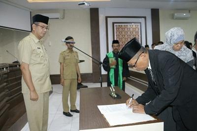Pelantikan pejabat eselon III dan IV di Pemko Payakumbuh.