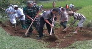 Koramil 10-0304/Agam Gelar Karya Bhakti Buat Jalan Sepanjang 3 km