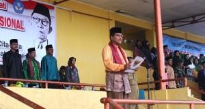 Bupati Irfendi Arbi saat menjadi pembina upacara Hari Pendidikan Nasional di GOR Singa Harau.